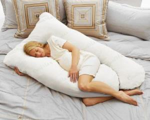 White-Comfort-Pregnancy-Body-Pillow